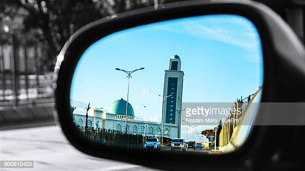 mosque reflecting side-view car mirror - oran algeria photos et images de collection