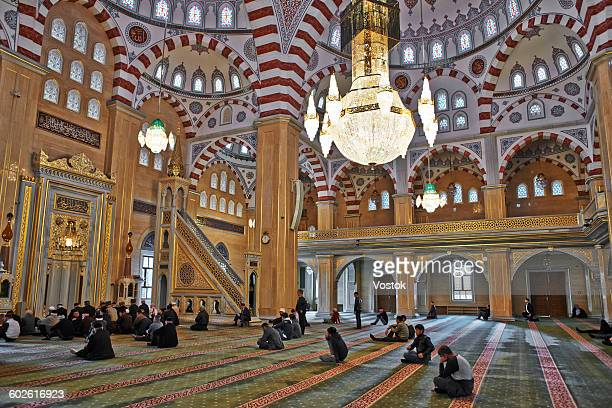 "mosque the heart of chechnya"" in grozny - tschetschenien stock-fotos und bilder"