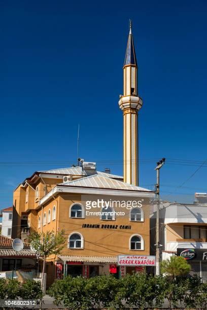 mosque with hairdresser underneath on the main highway,kucukkuyu. - emreturanphoto bildbanksfoton och bilder