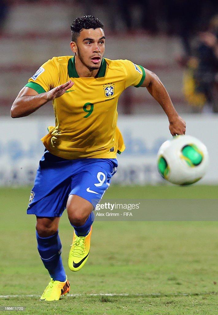 Brazil v Mexico: Quarter Final - FIFA U-17 World Cup UAE 2013