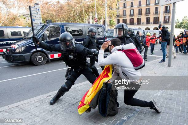 Mossos d'Esquadra officers clash with protesters near the Llotja de Mar where a Spain's Cabinet meeting was held on December 21 2018 in Barcelona...