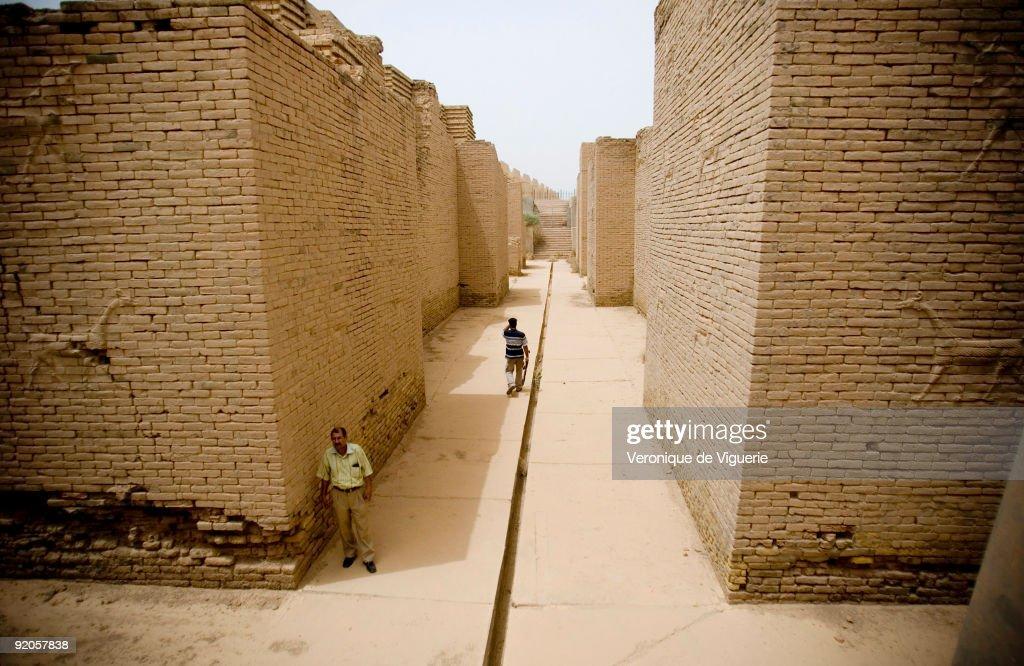 IRQ: Looting of Babylon : News Photo