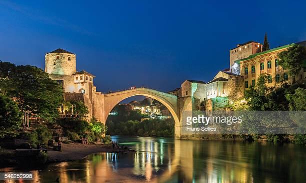 mostar, the old bidge over the neretva river, bosnia and herzegovina - ottomane stockfoto's en -beelden