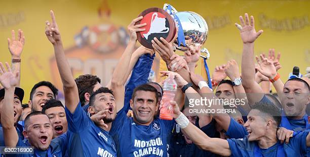 Motagua players celebrate winning the Honuran Apertura Football Tournament after their 1-1 tie with Platense in Puerto Cortes, 280km north of...