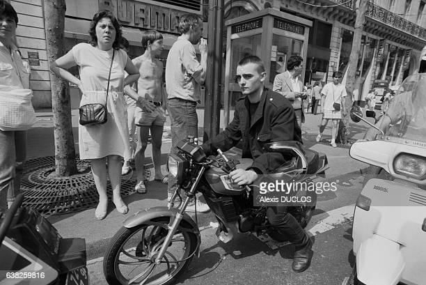 Motard lors d'une manifestation contre la vignette moto à Paris France le 21 juin 1986