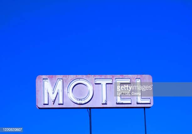 motel sign against blue sky - lyn holly coorg stock pictures, royalty-free photos & images