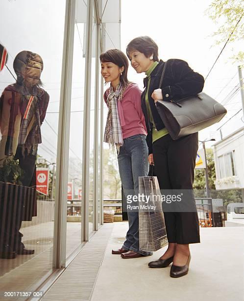 母と娘の大人のお店、笑顔、サイド