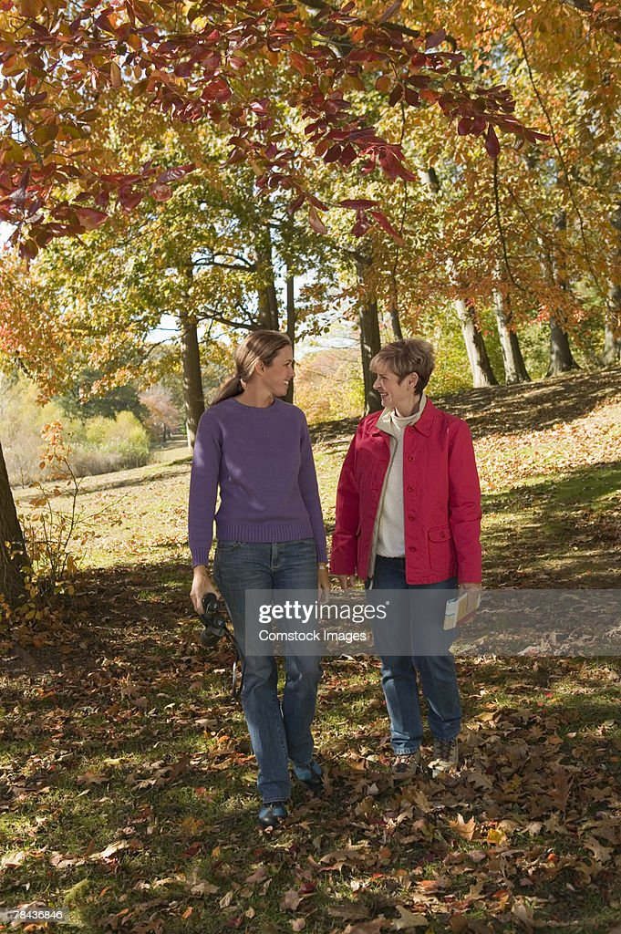 Mother and adult daughter walking outdoor : Stockfoto