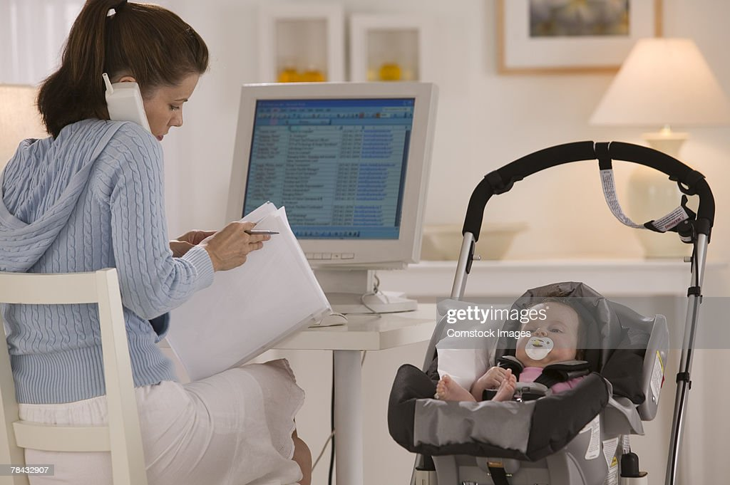 Mother and baby in home office : Stockfoto