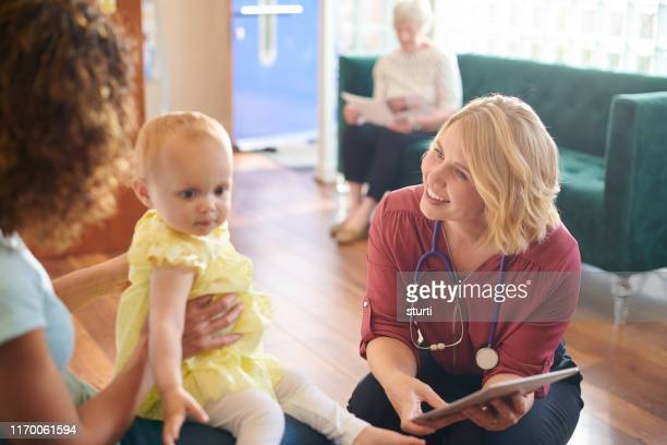 mother and child at the clinic - general practitioner stock pictures, royalty-free photos & images