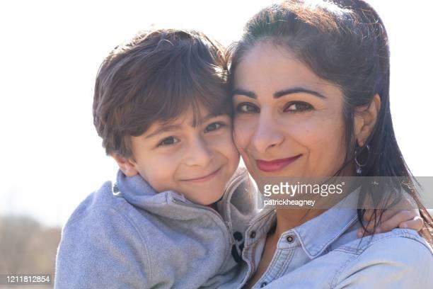 母子クローズアップ - イラン人 ストックフォトと画像