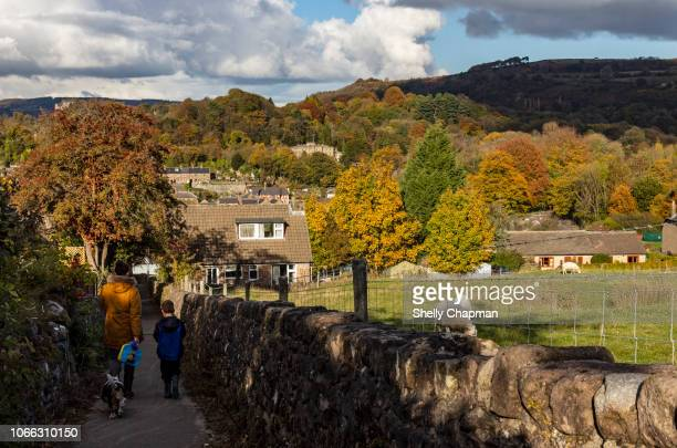 mother and child, cromford village, derbyshire - peak district national park stock pictures, royalty-free photos & images