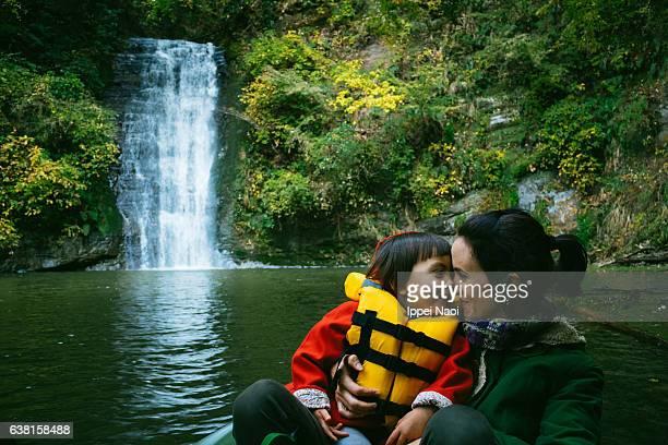 mother and child having intimate moment on kayak - life jacket photos - fotografias e filmes do acervo