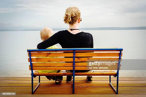 Mutter und Kind Schlafen am Lake Constance