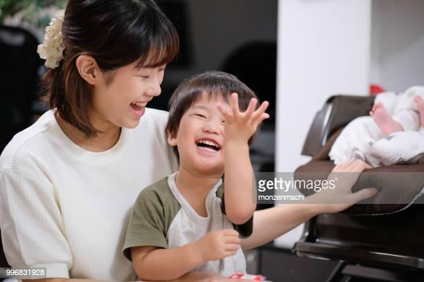 母と子の話と笑って
