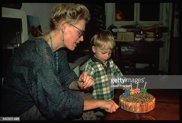 mother and child with birthday cake - happy birthday vintage stockfoto's en -beelden