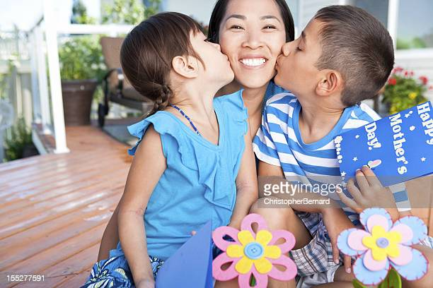 mother and children celebrating mother's day - chinese mothers day stock pictures, royalty-free photos & images