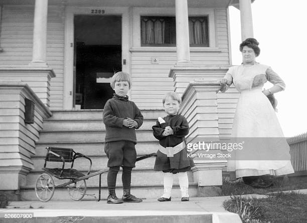 Mother and children in front of the house ca 1915