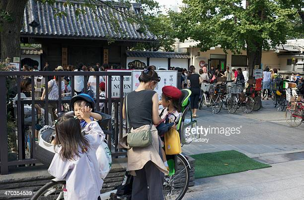 mother and children outside kindergarten in tokyo, japan - preschool building stock pictures, royalty-free photos & images