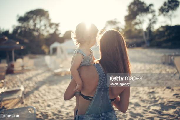 Moeder en dochter van schattige baby