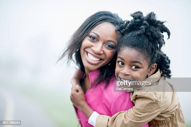 Madre e figlia al parco