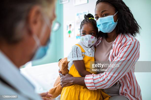 mother and daughter at the pediatric office - coronavirus stock pictures, royalty-free photos & images