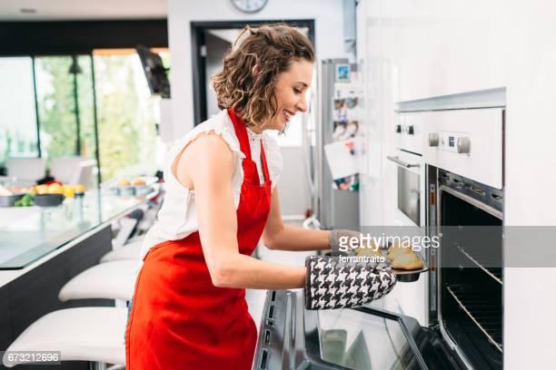 Madre e hija para hornear Muffins