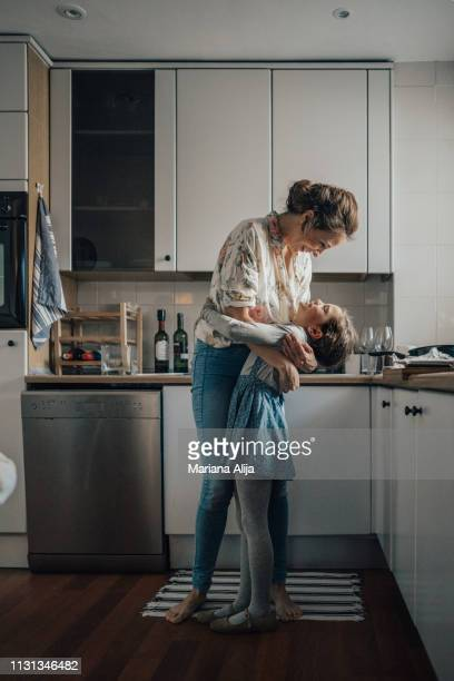mother and daughter bonding - mother photos et images de collection