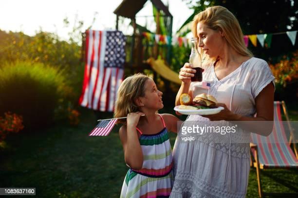 Moeder en dochter vieren van de 4th of July