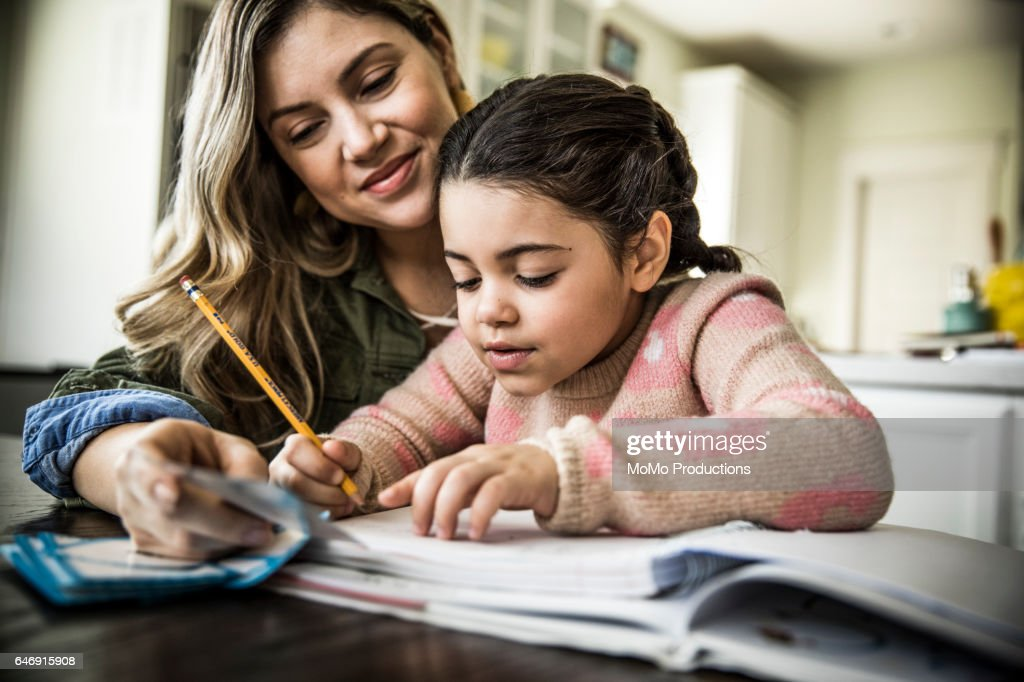 Mother and daughter (7 yrs) doing homework : Stock-Foto