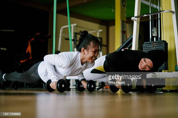 mother and daughter doing push up together at the gym - showus stock pictures, royalty-free photos & images