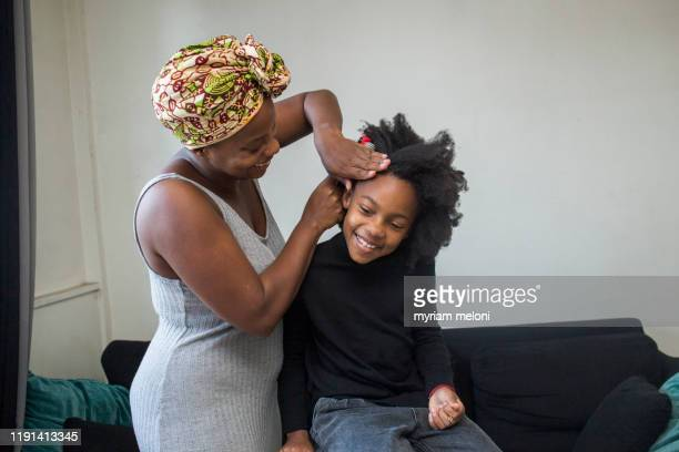 mother and daughter doing their hair - showus foto e immagini stock