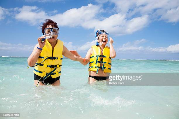 mother and daughter enjoy snorkeling in the sea - life jacket photos - fotografias e filmes do acervo