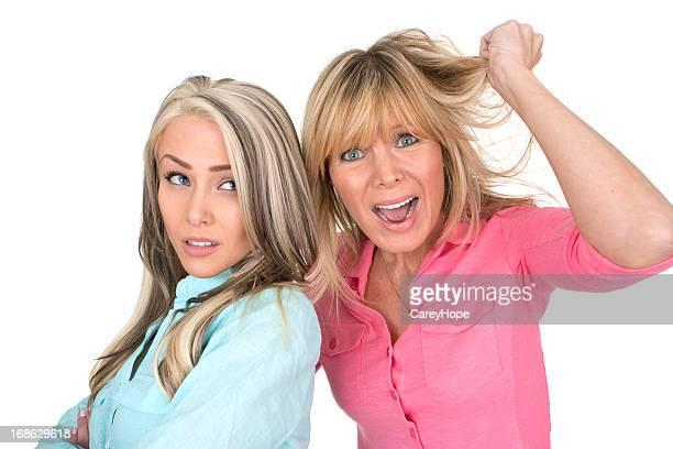 Madre e hija contra