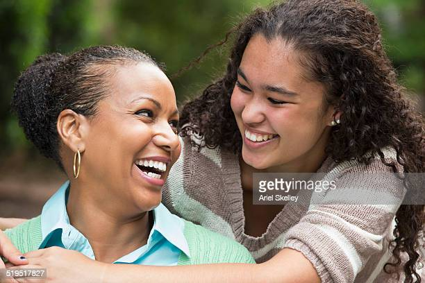 mother and daughter hugging - black mothers day stock pictures, royalty-free photos & images