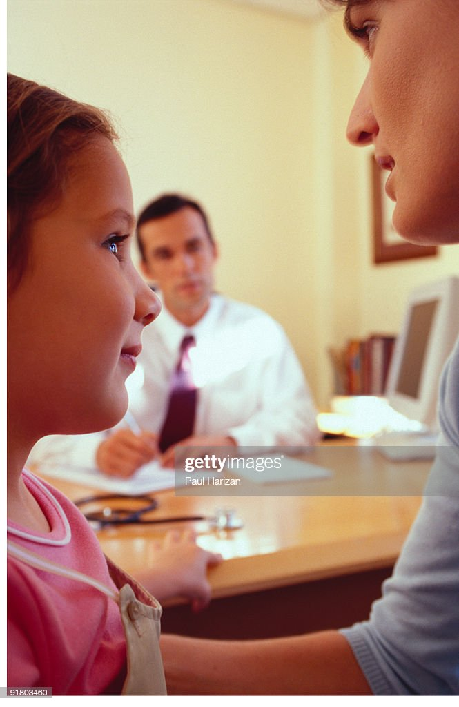 Mother and daughter in pediatrician office : Stock Photo