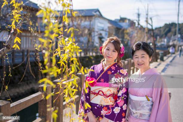 mother and daughter in traditional japanese town on coming of age day - seijin no hi stock pictures, royalty-free photos & images