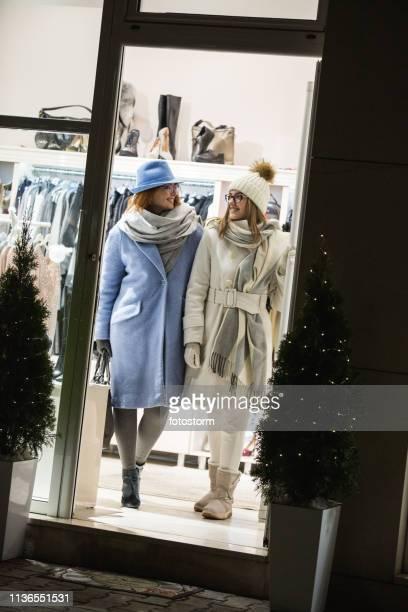 母と娘は衣料品店を残します