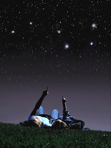 Mother and daughter looking at stars - gettyimageskorea