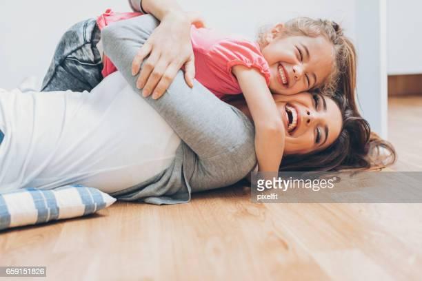 Mutter und Tochter lieben