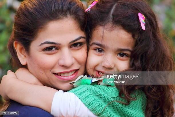 mother and daughter love - punjabe - fotografias e filmes do acervo