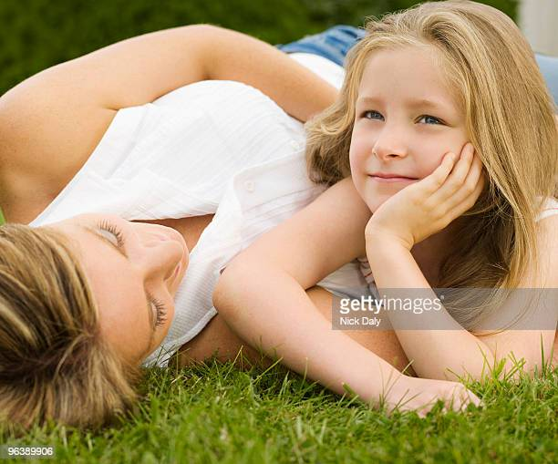a mother and daughter lying on a lawn - ウェスト・バークシャー ストックフォトと画像
