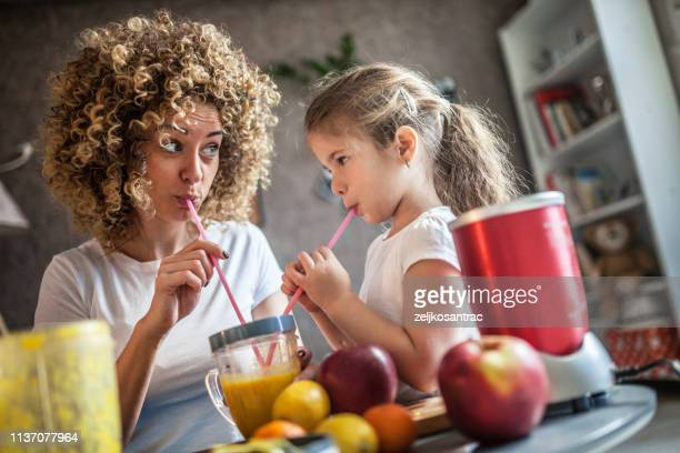 mother and daughter making  smoothie - smoothie stock pictures, royalty-free photos & images