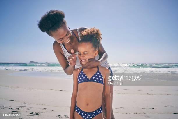 mother and daughter on beach - westliche kapprovinz stock-fotos und bilder