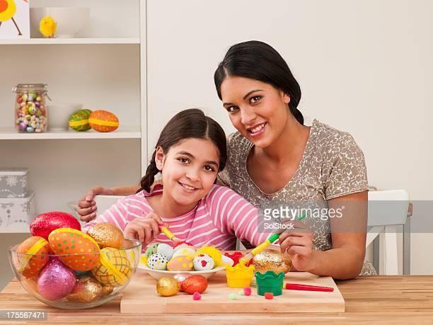 Madre e figlia dipinto di uova