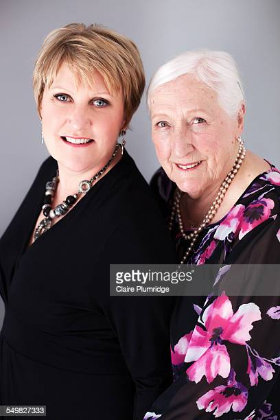 mother and daughter photoshoot - claire plumridge stock pictures, royalty-free photos & images