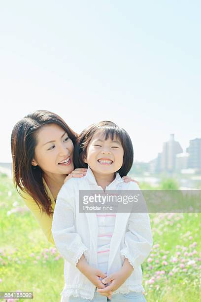 mother and daughter - 30代の女性 ストックフォトと画像