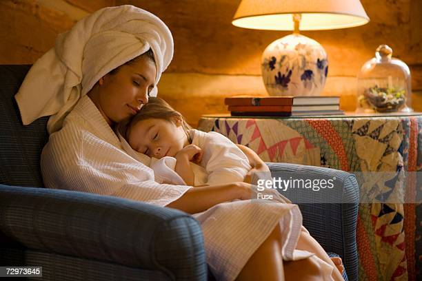 mother and daughter - mother daughter towel stock photos and pictures