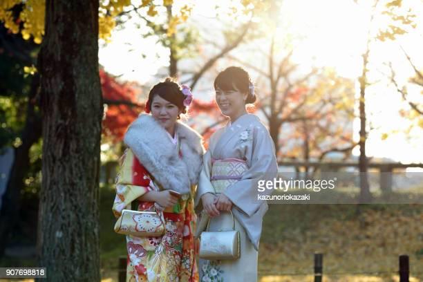 madre e hija  - seijin no hi fotografías e imágenes de stock