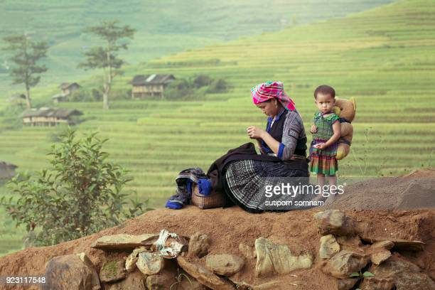mother and daughter - vietnamese culture stock pictures, royalty-free photos & images